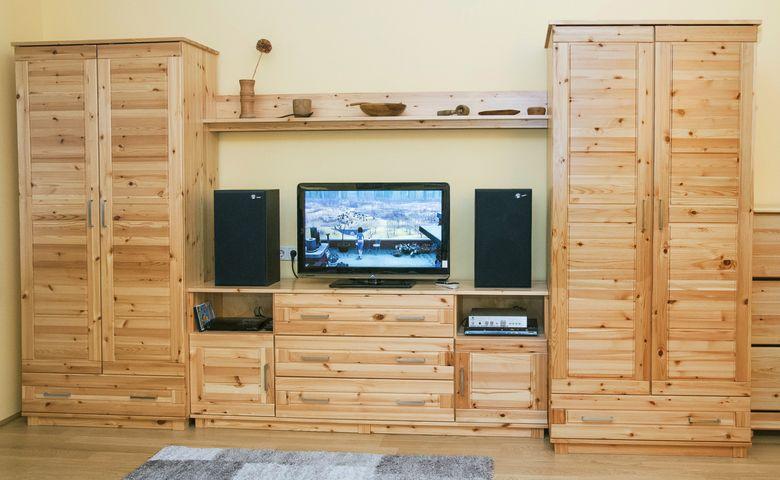 Tv a szoba közepén