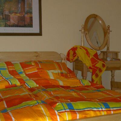 bedroomorange400